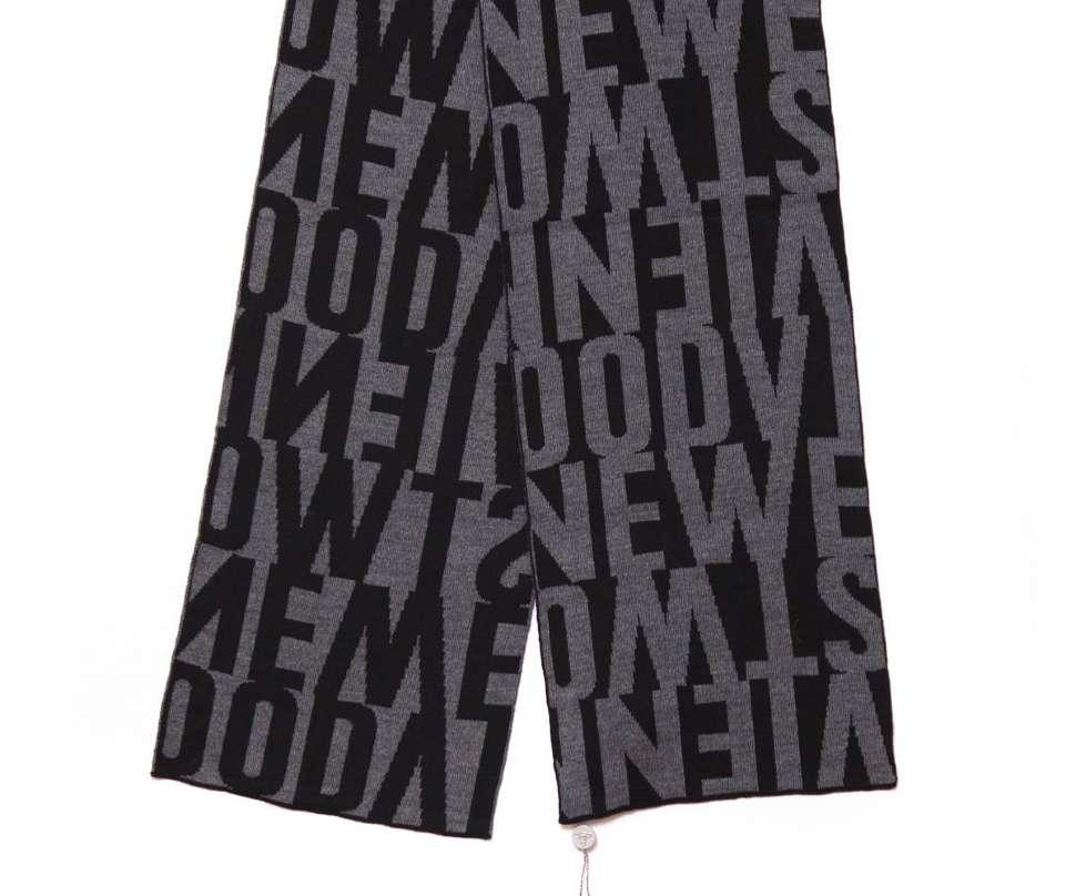 Черный шарф с серыми надписями Вивьен Вествуд 14248